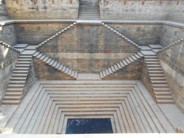 Redeeinleitung: Stufen in die Tiefe